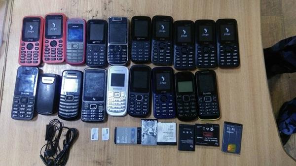 В колонии перехватили 10 «посылок» с 19 мобильниками